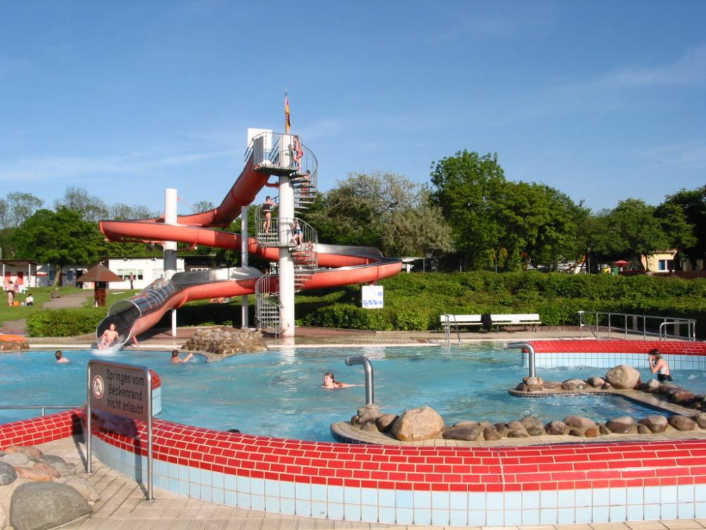 großes Erlebnisbad auf dem Campingplatz Am Hohen Hagen