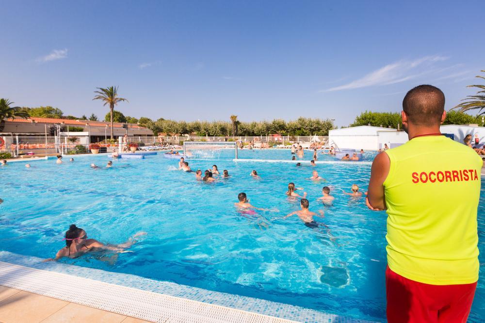 Bademeister am Pool für Ihre Sicherheit