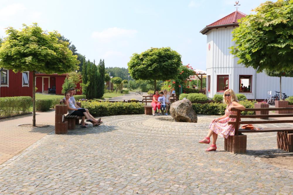 Brunnenplatz mit Ruhebänken
